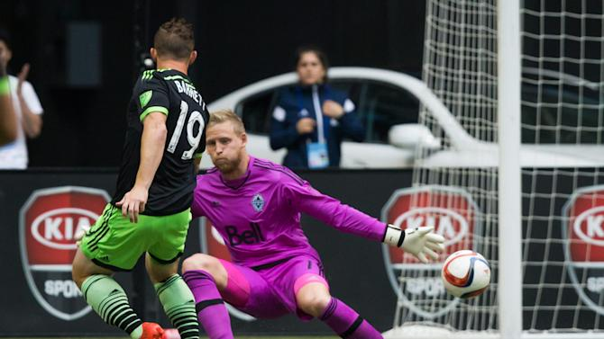 Barrett scores twice, Sounders beat Whitecaps 2-0