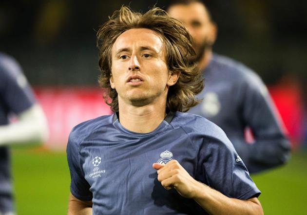 Real Madrid star Luka Modric identified as the man to replace Paul Scholes at Manchester United