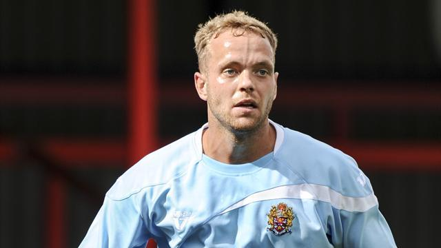 League Two - Woodall leaves Dagenham