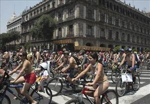 Mexico City cyclists ride nude to demand respect