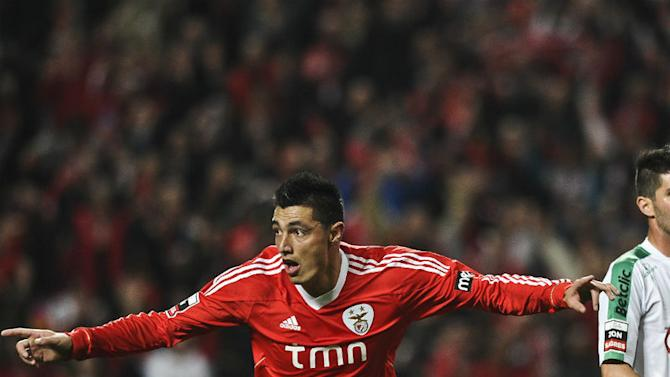 Cardozo keen on Benfica stay