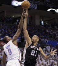 San Antonio Spurs center Tim Duncan (21) shoots over Oklahoma City Thunder forward Serge Ibaka (9), from the Republic of Congo, during the first half of Game 4 in the NBA basketball playoffs Western Conference finals, Saturday, June 2, 2012, in Oklahoma City. (AP Photo/Eric Gay)