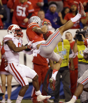 Ohio State wide receiver Devin Smith, right, catches a 39-yard touchdown pass as Wisconsin cornerback Sojourn Shelton defends during the first half of the Big Ten Conference championship NCAA college football game Saturday, Dec. 6, 2014, in Indianapolis. (AP Photo/Michael Conroy)