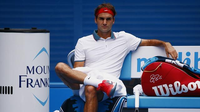 Australian Open - Federer eases into second week