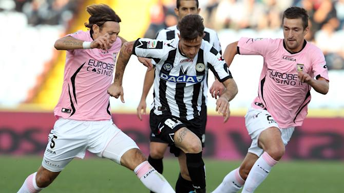 Udinese's striker Antonio Floro Flores, center, Palermo's midfielder Edgar Barreto of Paraguay, left, and midfielder Armin Bacinovic of Slovenia, fight for the ball during their Serie A soccer match at the Friuli stadium in Udine, Italy, Sunday, Oct. 30, 2011. (AP Photo/Paolo Giovannini)