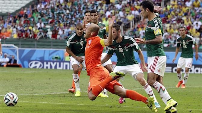 World Cup - Pinto warns ref to 'watch out for Robben's dives'