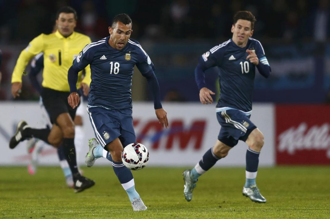 Argentina's Tevez runs with the ball next to teammate Messi during their first round Copa America 2015 soccer match against Uruguay at Estadio La ...
