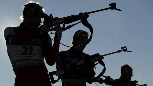 Biathlon - Volkov storms to sprint gold