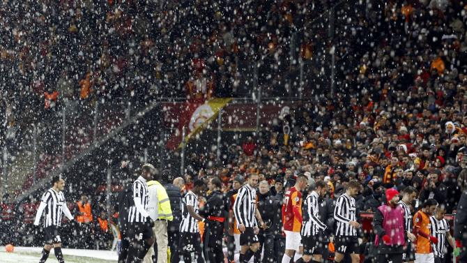 Players of Galatasaray and Juventus walk out of the pitch.