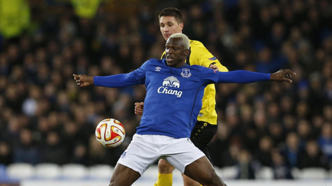 Football: Everton's Arouna Kone in action with Young Boys' Milan Vilotic