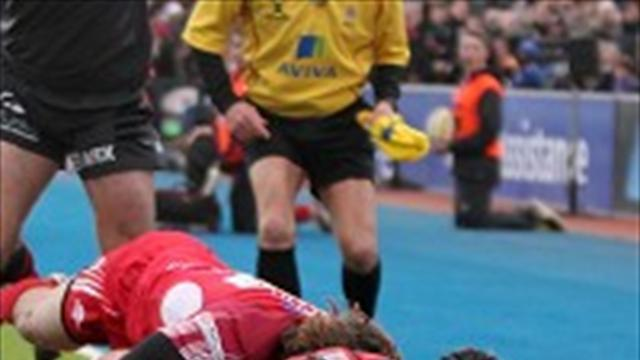 Rugby - Strettle leads Saracens charge