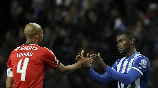 FC Porto's Jackson Martinez, right, from Colombia shakes hands with Benfica's Luisao from Brazil, in a Portugal Cup semifinal first leg soccer match at the Dragao stadium in Porto, Portugal, Wednesday, March 26, 2014. Jackson scored the only goal in Porto's 1-0 victory