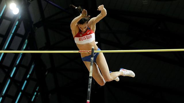 Athletics - Pole vault queen Isinbayeva to return to training in 2015