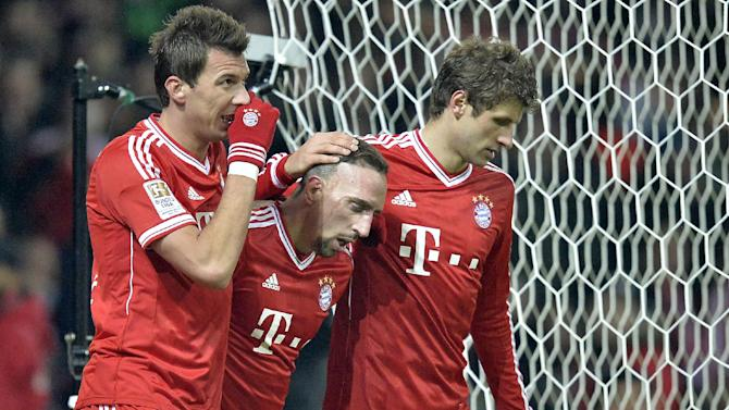 Bayern's Mario Mandzukic of Croatia, left, and  Thomas Mueller, right, thank the assist by Franck Ribery of France, center,  during the German Bundesliga soccer match between Werder Bremen and Bayern Munich in Bremen, Germany, Saturday, Dec. 7, 2013