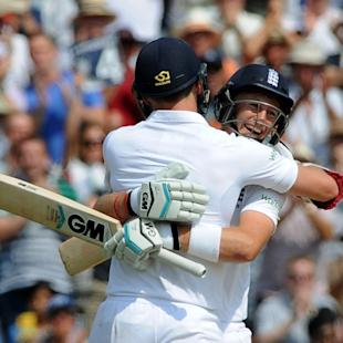 1st Test Live: Despairing India dismiss England