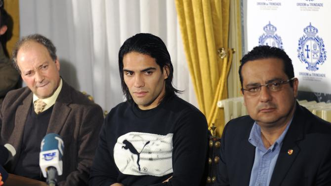 Colombian soccer star Radamel Falcao, centre, attends a press conference, with Doctors Jose Carlos Noronha, left, from Portugal and Carlos Ulloa from Colombia at the Trindade Hospital in Porto, Portugal, Monday, Jan. 27, 2014. Colombia and Monaco's striker Falcao is in a race against time to get fit for the World Cup in June after undergoing knee surgery Saturday, Jan. 25, with his doctor giving him a better than 50-50 chance of making it