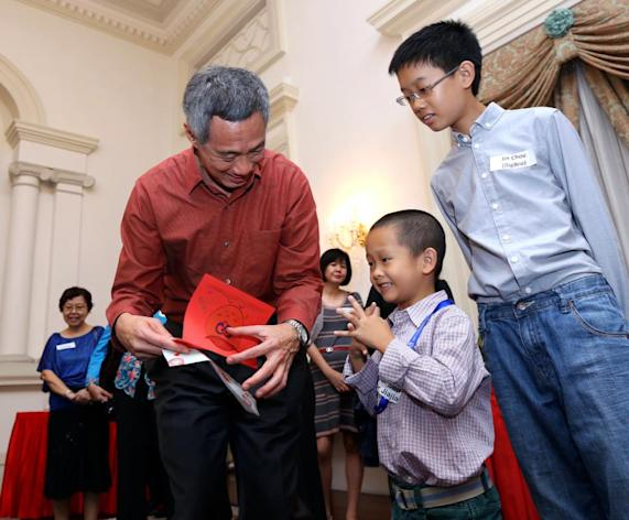 YouTube sensation Dr Jiajia and his elder brother with PM Lee.
