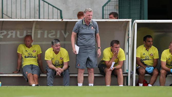 Sunderland manager David Moyes (C) with coaching staff during the match