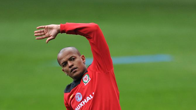 Maccabi Tel Aviv have signed Robert Earnshaw on a season-long loan