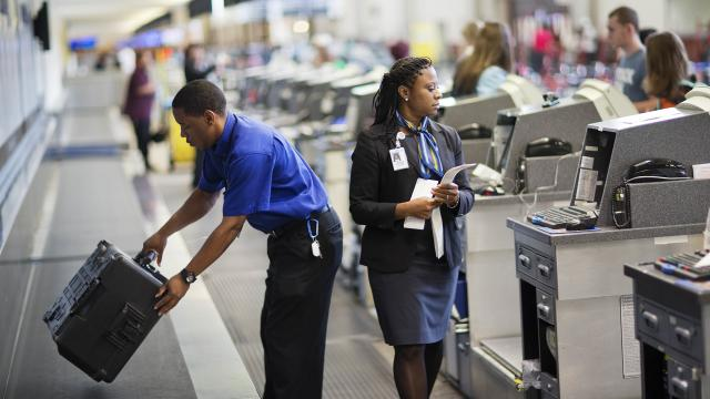Use this space to get around airline baggage fees: attorney