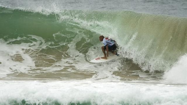 Surfing - Slater wins season-opener in Queensland