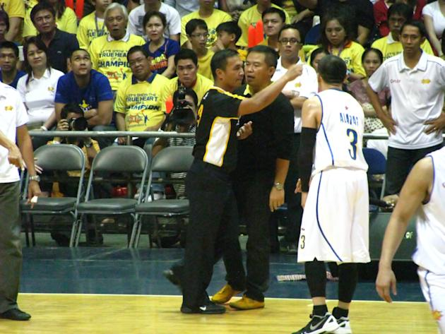 Coach Chot Reyes discussing something with the ref