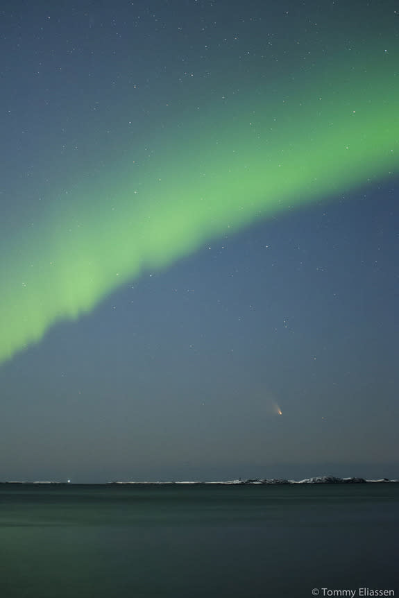 Comet and Northern Lights Dance Together in Dazzling Video