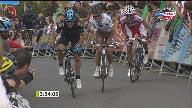 Cycling - Henao pips Betancur to claim Basque lead