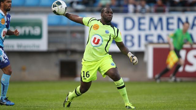 Ligue 1 - Goalkeeper Placide makes Reims move