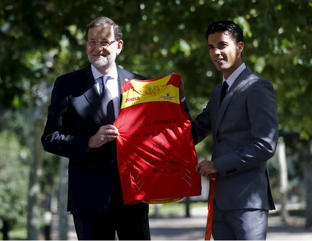 Spain's Prime Minister Mariano Rajoy poses with Spain's Miguel Angel Lopez, winner of the men's 20 kilometre race walk at the world athletics championships, at Moncloa palace in Madrid, Sp