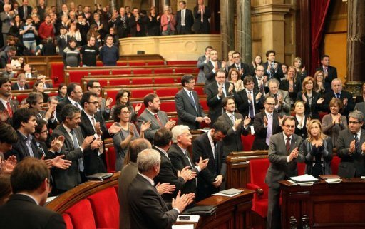 Catalonian regional president Artur Mas (Bottom 3rdR) applauds during a session of Catalonia's parlament on January 23, 2013, in Barcelona. Catalonia on Tuesday formally requested 9 billion euros ($12 billion) from a rescue fund created by Spain to save its financially beleaguered regions.