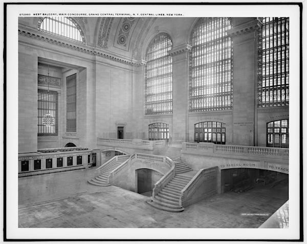 A view of the west balcony in grand central station in new for Balcony new york