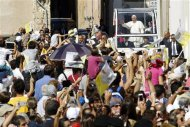 Pope Francis waves as he arrives to meet the poor, and prisoners at the Cathedral of Santa Maria Assunta in Cagliari September 22, 2013. REUTERS/Giampiero Sposito