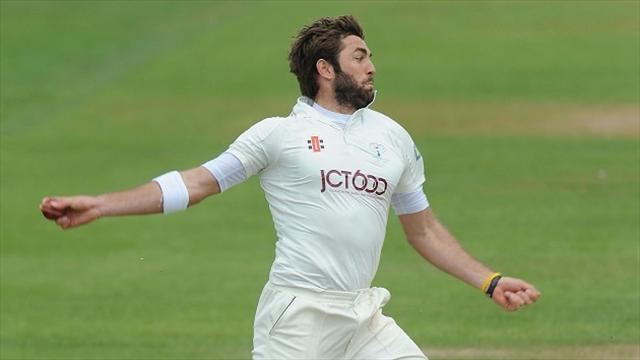 County - Yorkshire bowlers defy weather