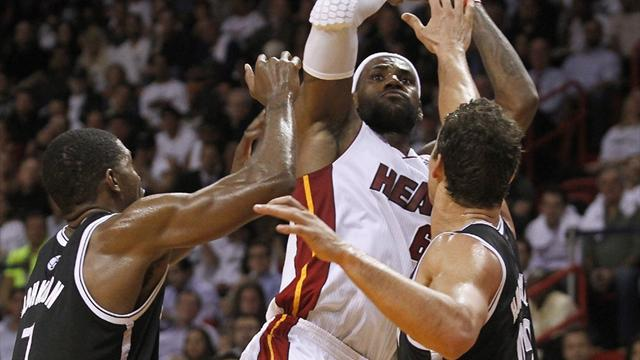 NBA - Heat scorch Nets in 30-point win
