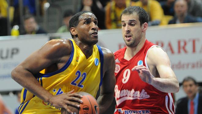 BC Khimki's Thomas Kelati (L) Vies AFP/Getty Images