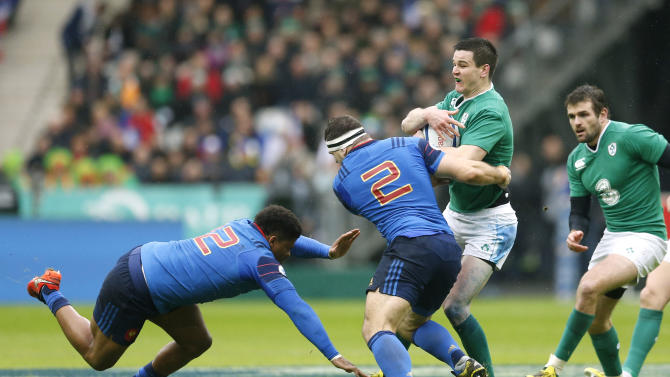 Ireland's Jonathan Sexton in action with France's Guilhem Guirado and Jonathan Danty (L)
