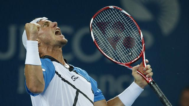Tennis - Hewitt ousts Lopez in Brisbane, stays on course for Federer