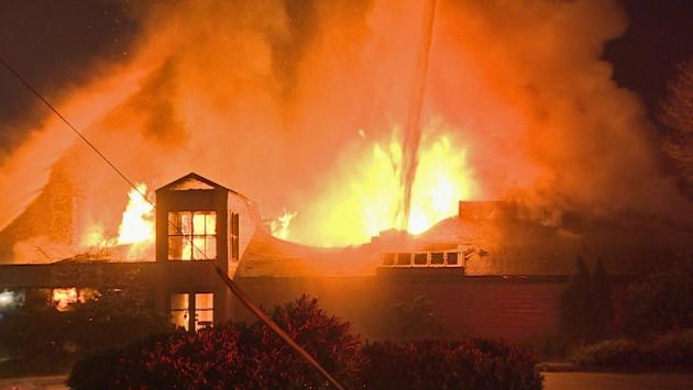 Burnaby Marine Pub destroyed in suspicious 3-alarm blaze
