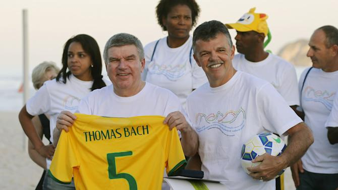 Bach receives jersey from Rinaldi at Barra da Tijuca beach