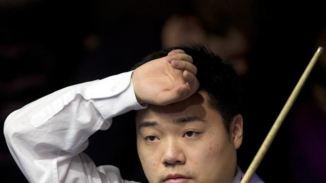 SNOOKER-GBR-MASTERS-ROBERTSON-DING