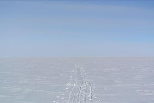 A look at the horizon hanging over the polar ice cap.
