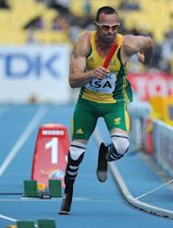 South Africa's first leg runner Oscar Pistorius starts the men's 4x400 metres relay heats at the International Association of Athletics Federations (IAAF) World Championships in Daegu on September 1, 2011. AFP PHOTO / OLIVIER MORIN