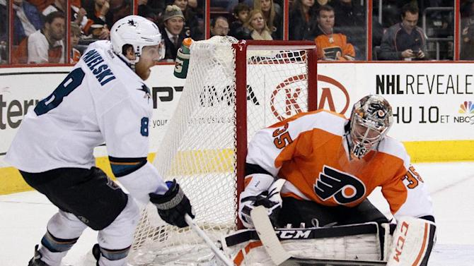 Pavelski's hat trick lifts Sharks past Flyers 7-3