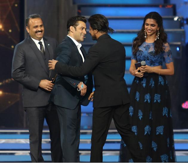 Salman and SRK share a hug, again