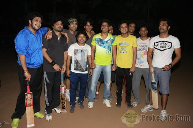 Catch Shaan and Kailash kher on cricket pitch