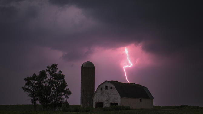 Lighting strikes over a barn surrounded by a soybean crop in Donnellson, Iowa Adrees Latif / Reuters