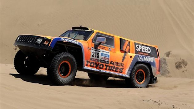 American Robby Gordon and co-driver Kellon Walch in their Hummer on stage 13 of the 2013 Dakar Rally between Copiapo and La Serena (AFP)
