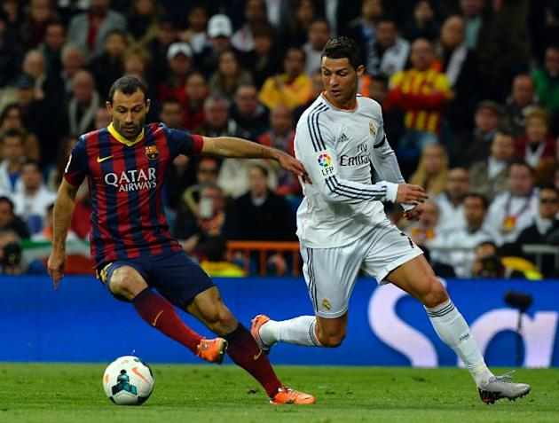 Real Madrid's Cristiano Ronaldo (R) and Barcelona's Javier Mascherano during their La Liga match in Madrid, on March 23, 2014