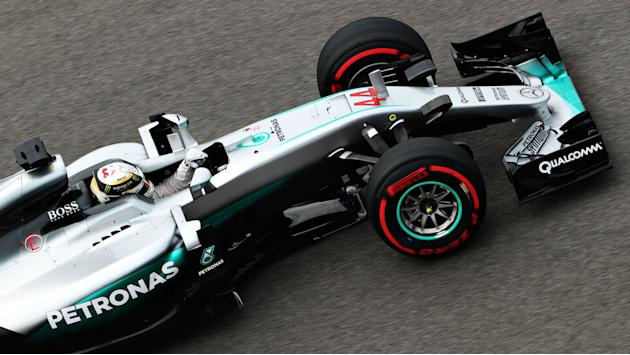 Hamilton pips Rosberg at a cost in FP3